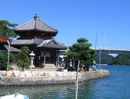 西堂寺六角堂の写真