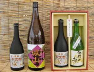 仁保産の芋焼酎や、かじか米で醸造された清酒の写真