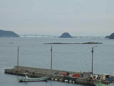 和久漁港と角島大橋の写真