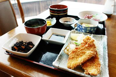 お魚フライ定食の写真
