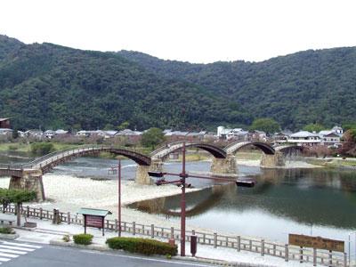 屋上展望所から見た錦帯橋の写真
