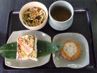 「岩国寿司うどんセット」の写真