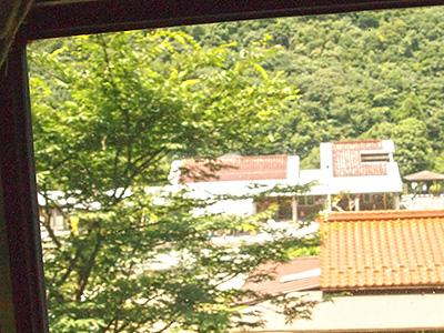 車内から見える道の駅長門峡の写真