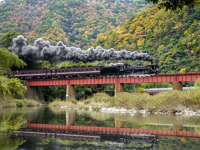 長門峡鉄橋を走るSL「やまぐち」号の写真