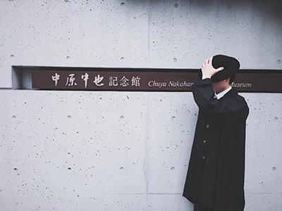 中也をイメージさせる衣装を着た男性の写真