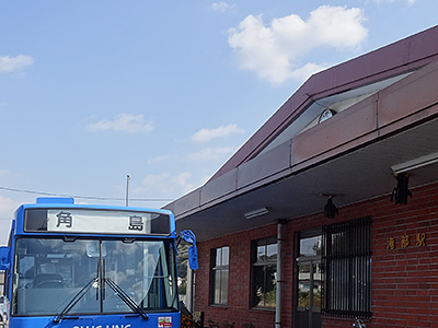 滝部駅から出ている角島行きバスの写真