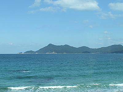 車内から見える青海島の写真