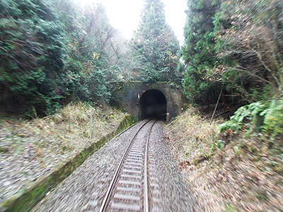 於福駅から渋木駅間のトンネルの写真