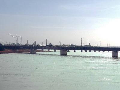 厚東川越しの眺めの写真