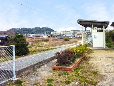 長門本山駅のホームの写真