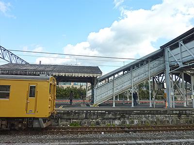 小野田駅ホームの写真