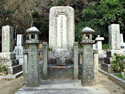野村望東尼の墓の写真