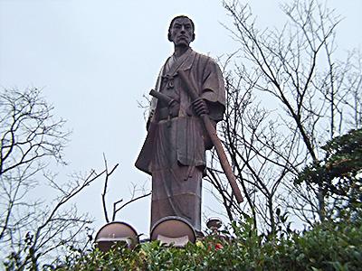 日和山公園の晋作の陶像の写真