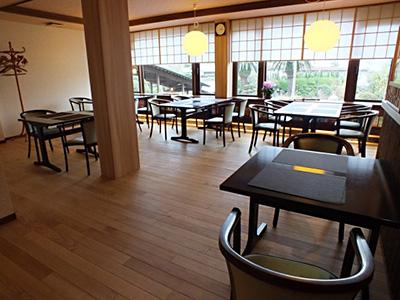 県産木材を使用した館内の写真