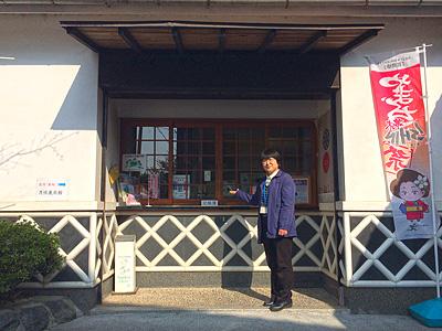 月性展示館ガイドの中原富喜江さんの写真